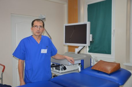 Kolonoskopia wykonywana jest w Pracowni Endoskopii brzeskiego szpitala, między innymi przez lek. med. Bogdana Prokopa